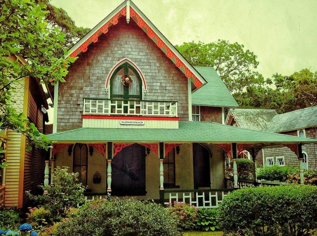 Folk victorian house style