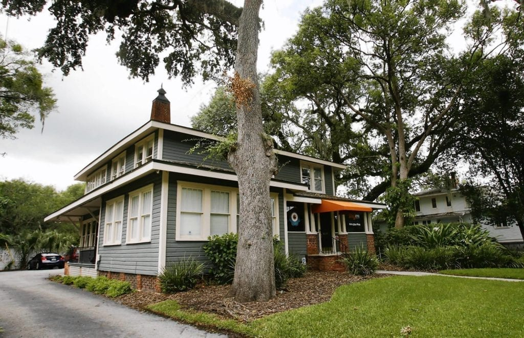 Save the historic homes on lake eola the craftsman blog for Victorian colonial homes