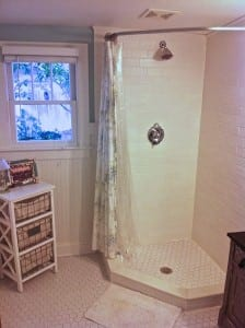 Our finished bath with my special shower curtain rod