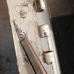 How to remove stubborn screws